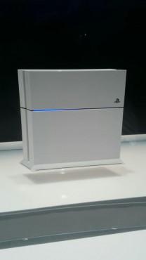 新色PS4カッコ良すぎワロタwwwwwwwwwwwwwwwww
