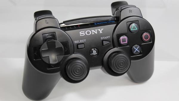 PS3のコントローラーのホームボタン押したら隣の部屋の奴のPS3が起動した